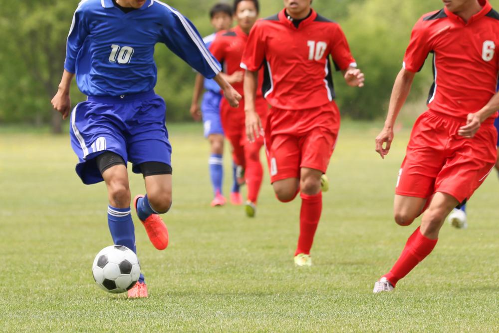 サッカーのプレイによる運動量とは?選手はどのくらい走る?